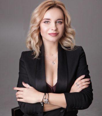 Голая Лилия Ребрик
