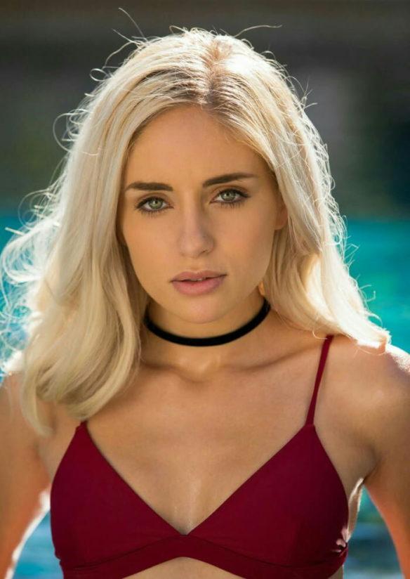 Naomi Woods 18+